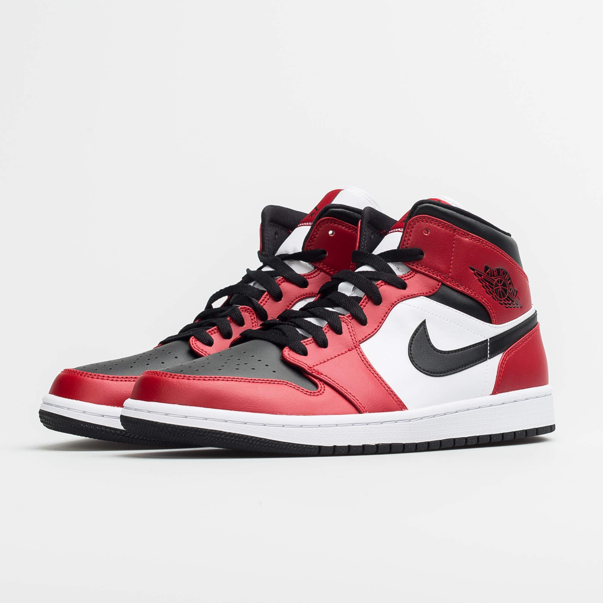 "Air Jordan 1 Mid ""Chicago - Black Toe"""